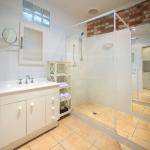 Sorrento Beach Motel Bathrooms